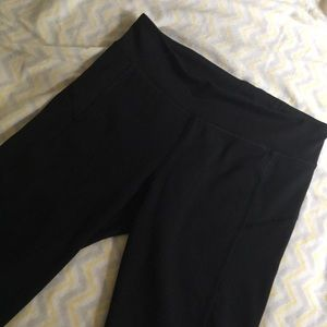 Black cropped leggings w/ ruche in back - small